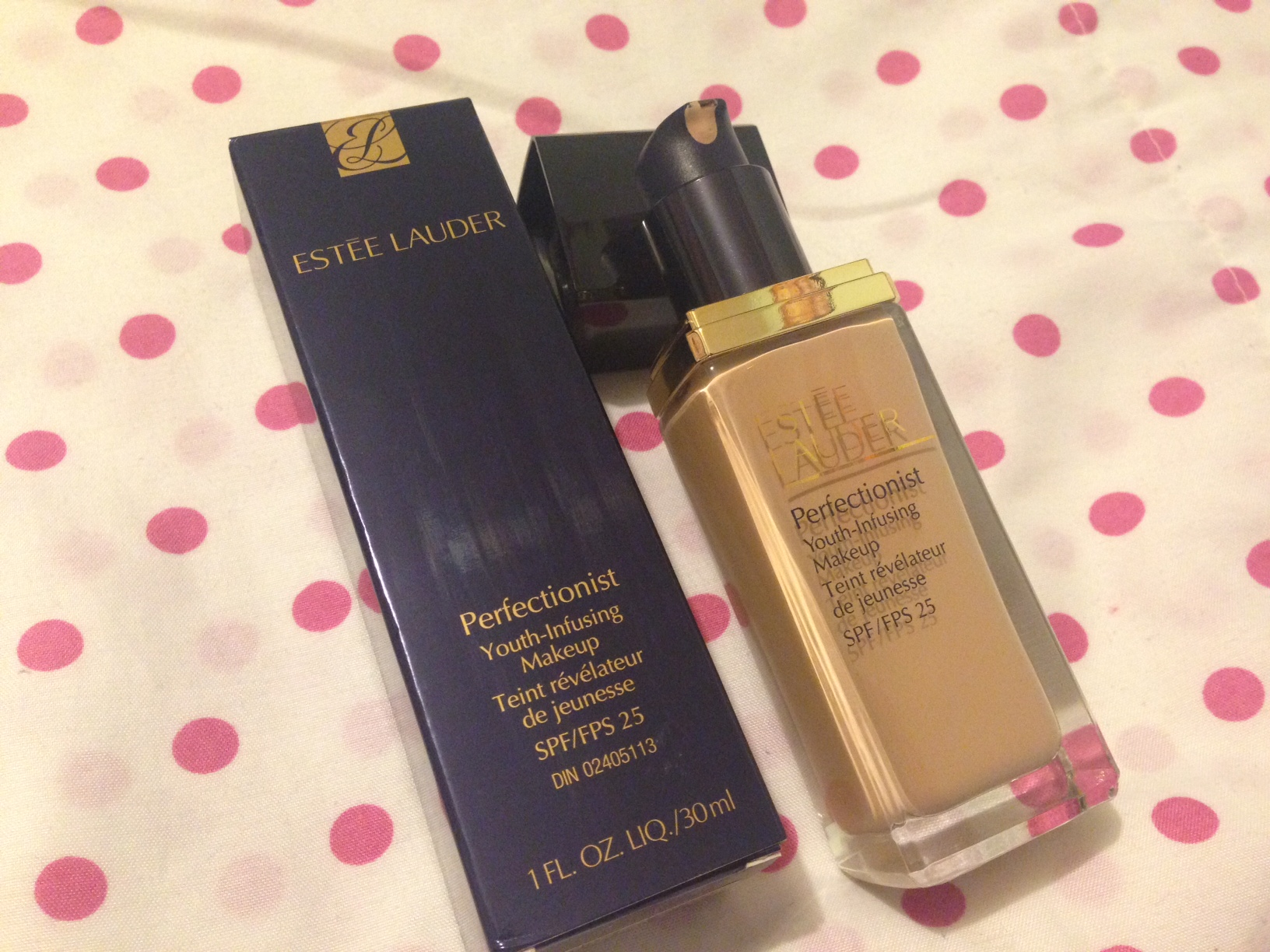 Estee Lauder Perfectionist Foundation Review - Curiously Carmen